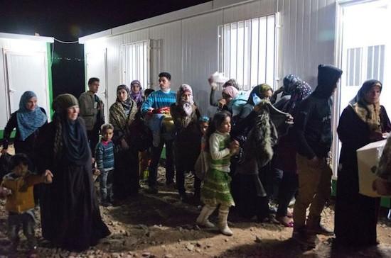 © ACNUR/ J.Kohler: las familias sirias siguen cruzando la frontera. Esta imagen fue tomada en la frontera jordana.