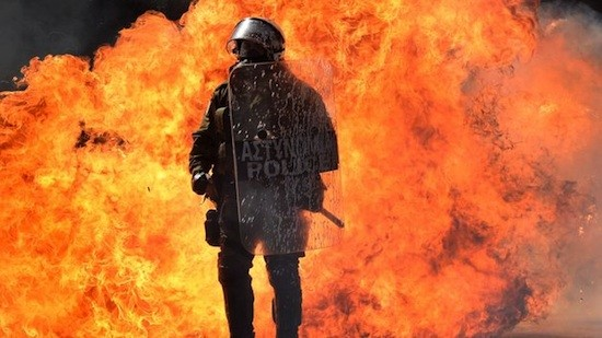 Grecia-arde-TINIMA