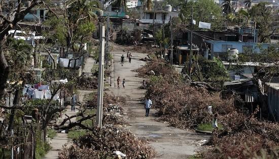 Calle de las afueras de Santiago de Cuba después del paso de Sandy. Crédito: Jorge Luis Baños/IPS