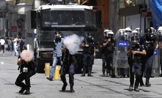 turquia-revuetas-policia-ankara
