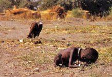 """(C) Kevin Carter. """"El niño y el buitre"""", Sudán, 1993, Premio Pulitzer, 1994"""