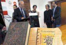 El libro titulado 'Al salir de la cárcel', en su presentación en la Universidad de Salamanca / David Arranz-ICAL