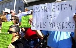 Campaña para identificar los bebés robados en la España de Franco