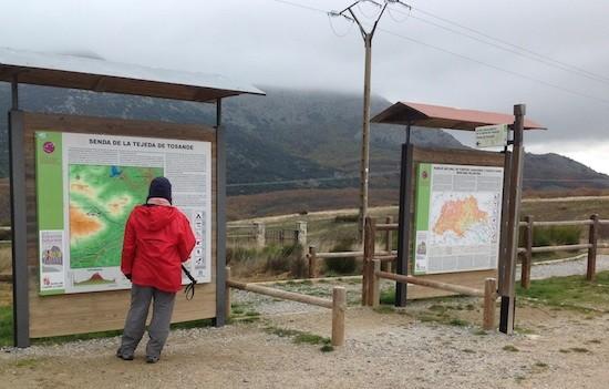 Aparcamiento e información en el inicio de la ruta a la Tejeda de Tosande