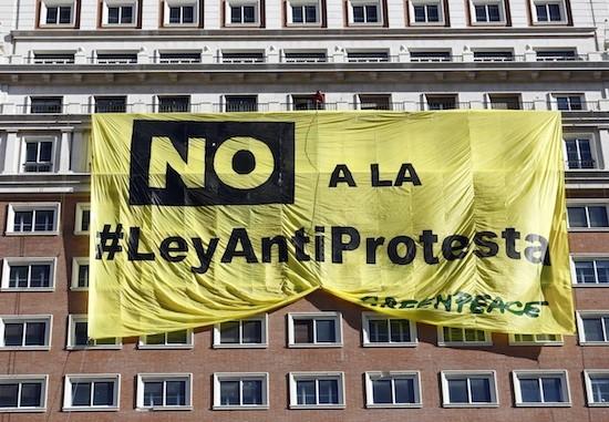 greenpeace no ley antiprotesta pancarta Greenpeace contra el recorte de derechos civiles en España