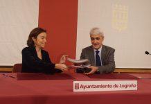 Cuca Gamarra, alcaldesa de Logroño; y José Arnáez Vadillo, rector de la Universidad de La Rioja y presidente de la
