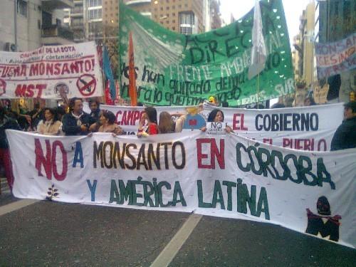 Monsanto Cordoba Argentina marcha 20120917 Argentinos versus Monsanto: Tenemos el monstruo encima