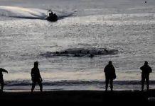 Inmigrantes intentan llegar a nado a territorio español en la playa del Tarrajas de Ceuta