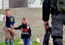 Los residentes de la aldea de Nabi Saleh, con la solidaridad de otros activistas llevan a cabo manifestaciones no violentas semanales para exigir el fin de la ocupación israelí © Tamimi Press