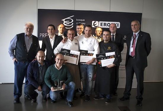 """Foto de familia de la segunda edición del concurso """"Cocinando nuestros sabores"""", de EROSKI - Basque Culinary Center"""