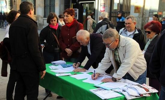 """Vecinos de Salamanca firman el manifiesto """"Stop Uranio"""" contra el proyecto de Berkeley en Salamanca"""