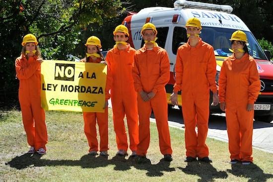 Greenpeace escala el Faro de Moncloa en contra de la Ley de Seguridad Ciudadana
