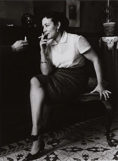(C) José Miguel de Miguel. El cigarrillo, 1958. MAridajes - En femenino