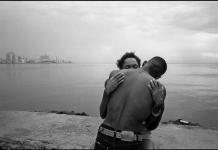 Juan Manuel Díaz Burgos. Malecón de La Habana, 2006. Serie 'Historias de playa'. Exposición en el bulevar Salvador Allende de Alcobendas (Madrid)