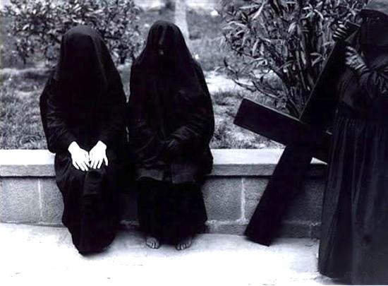 (C) Ricard Terré. Semana Santa, 1957. Maridajes - En femenino