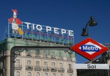Luminoso del anuncio de Tío Pepe en la Puerta del Sol de Madrid