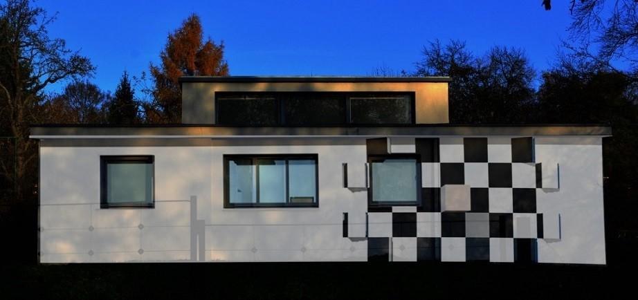 Casa con diseño Bauhaus inspirado en el ajedrez.