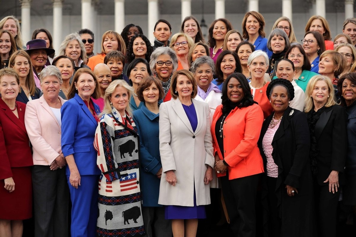 Nancy Pelosi con cogresistas democratas