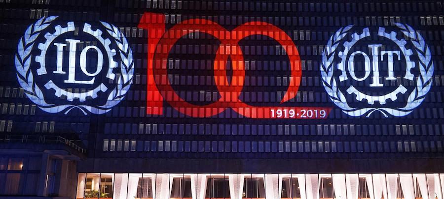 OIT/MArcel Crozet La sede de la Organización Internacional del Trabajo (OIT) se ilumina para comenzar la celebración de los cien años de la institución.