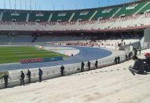 Gradas vacías en el derbi argelino entre el MCA y el USMA