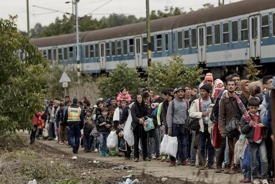 Amnistia: personas en busca de refugio en Hungría