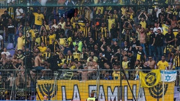 Aficionados ultras del grupo 'La Familia' del Beitar.