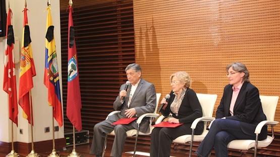 Miguel Calahorrano, Manuela Carmena y Marta Higueras en la presentación del acuerdo para mejorar la inserción laboral de los emigrados ecuatorianos en España. Foto: Cancillería