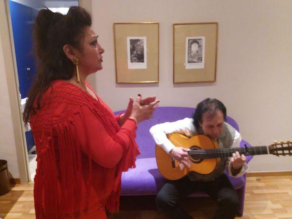 Carmen de la Jara ensayando con Antonio Carrión antes del concierto. Cortesía de Carmen de la Jara