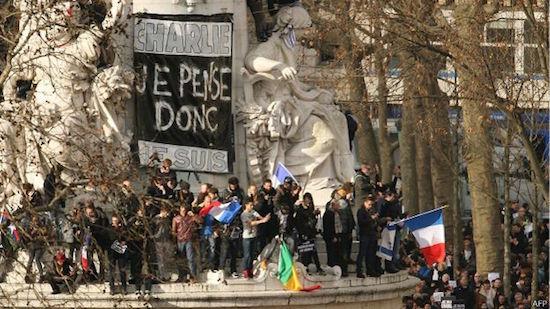 Manifestantes en el inicio de la marcha en la Plaza de la República de París