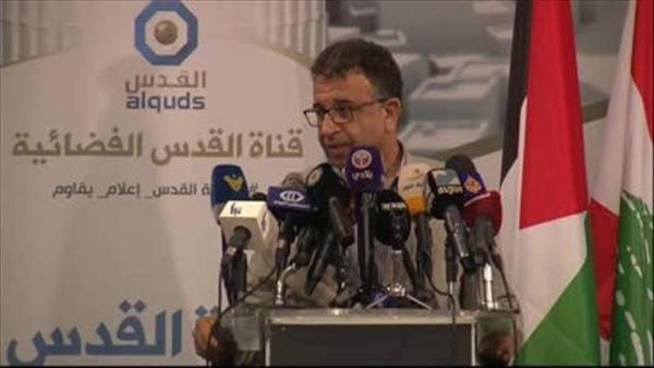 El líder del FPLP en Libano, Marwan Abdel-Al, bajo el logotipo del canal Al Quds.