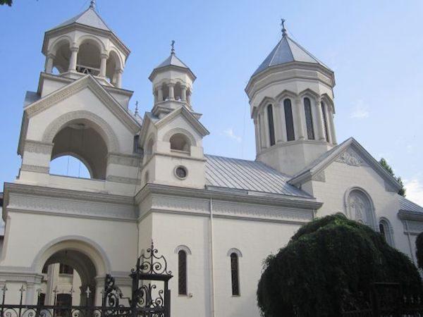 Fachada de la iglesia armenia de Bucarest
