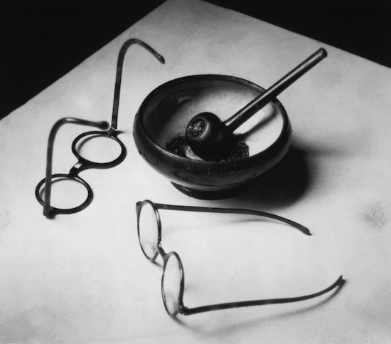 Kertesz-gafas-y-pipa-Mondrian-1926
