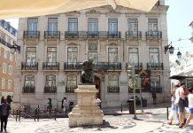 foto del Largo do Chiado, Lisboa. Escultura del poeta António Ribeiro, conocido como Chiado
