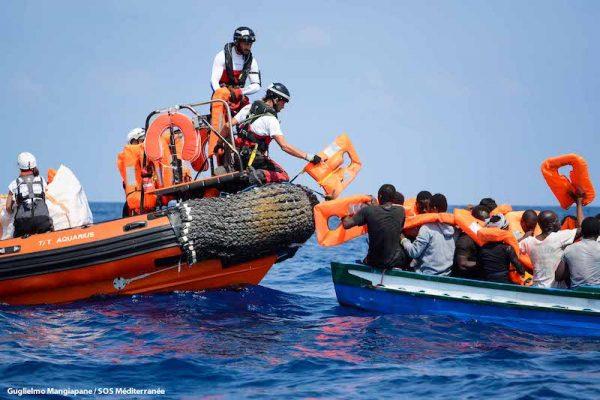 Lanchas de rescate del Aquarius recogen personas huidas de Libia en el Mediterráneo central, 10 de agosto de 2018, Guglielmo Mangiapane