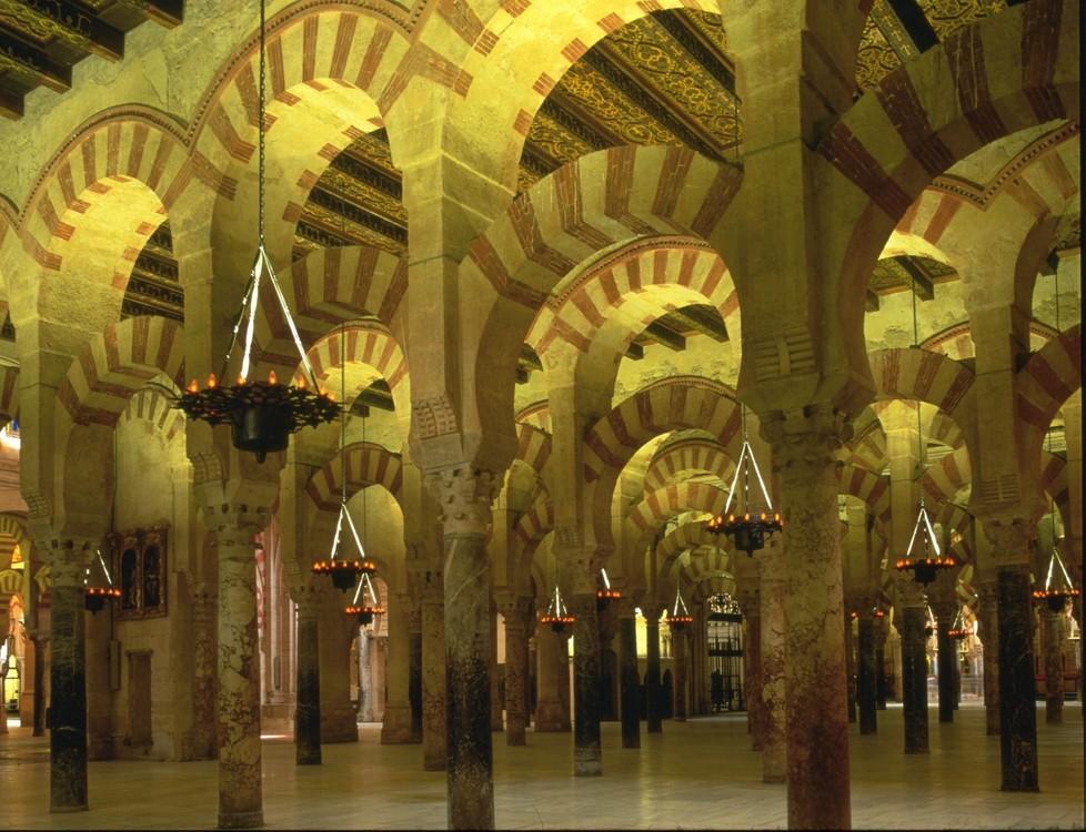 Bosque de columnas en el interior de la Mezquita de Córdoba (http://www.cordobaturismo.es/)