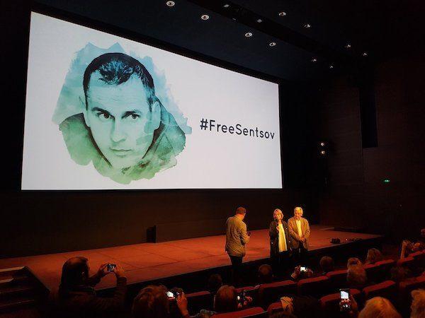 Paris: Françoise Nyssen en el acto por la libertad de Oleg Sentsov