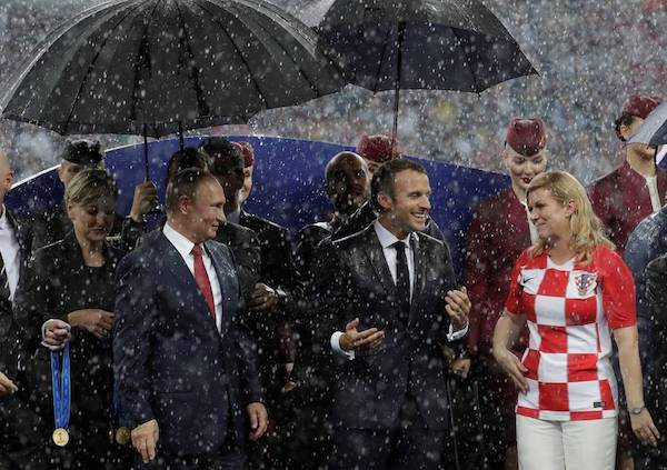 Vladimir Putin, Emmanuel Macron y Kolinda Grabar-Kitarovic en la final de Copa de Fútbol Rusia 2018