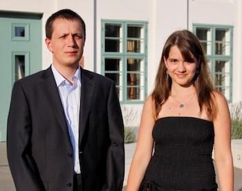 La pareja ganadora del torneo de la isla de Man, el polaco Radoslaw Wojtaszek y la rusa Alina Kashlinskaya.