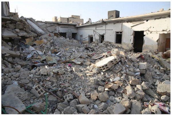 La ciudad de Raqqa en el norte de Siria se ha vuelto difícil de reconocer para aquellos que intentan regresar después de meses de batalla entre las fuerzas respaldadas por Estados Unidos y el grupo terrorista del Estado Islámico por el control de la misma. La ciudad no tiene agua corriente ni electricidad, y las casas, negocios y plazas públicas son simples escombros y escombros: © Amnistía Internacional