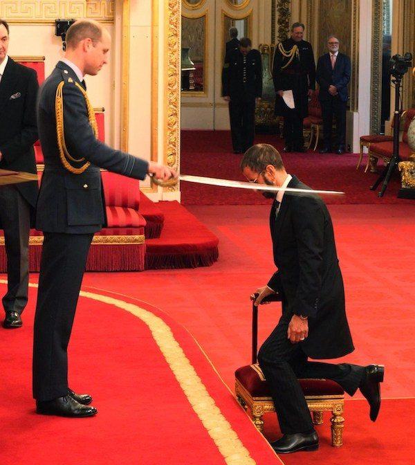 Ringo Starr en la ceremonia de nombramiento como Sir del Reino Unido
