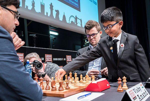 Shreyas Royal inicia la partida entre Carlsen y Anand