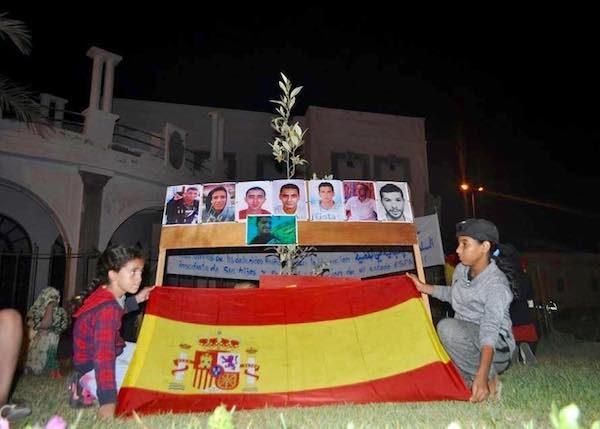 Homenaje al grupo Sidi Ifni 25 de julio bajo la bandera española.