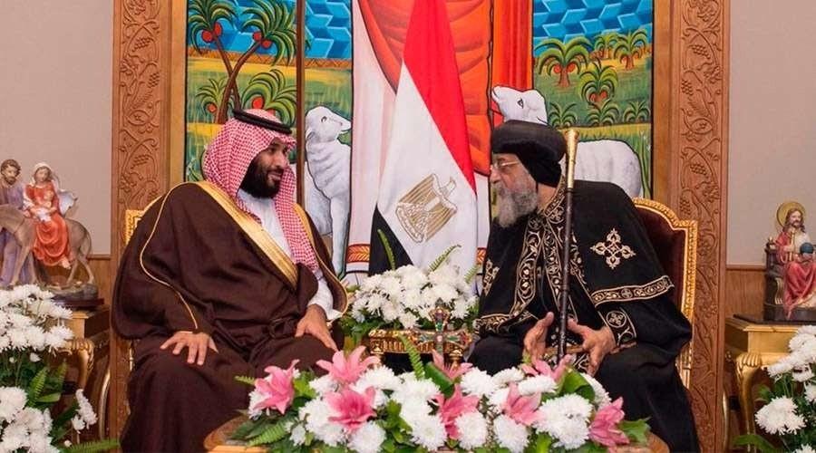 El patriarca copto Tawadros II junto a Bin Salman el pasado marzo