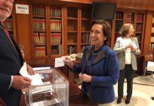Victoria Prego vota en las elecciones a la junta directiva de la Asociación de la Prensa de Madrid, el 19 de noviembre de 2015. Foto Pablo Vázquez / APM.