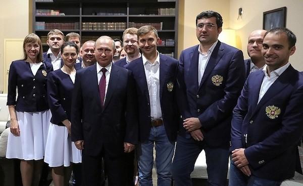 Putin despide al equipo masculino y femenino de Rusia en las Olimpiadas de Ajedrez 2018