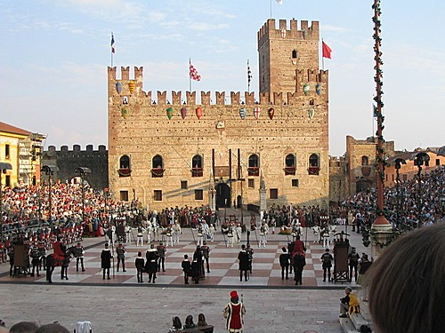 Ajedrez viviente en Marostica, Italia.