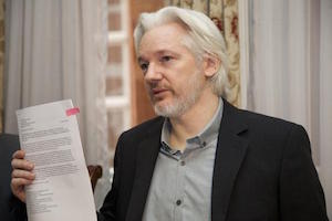 Ecuador ratifica asilo a Julian Assange