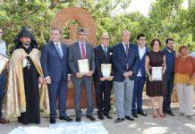 Autoridades en la inauguración del monumento en Benalmádena.