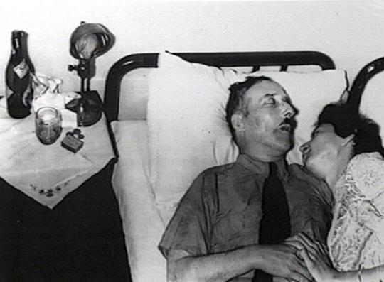 Los cadáveres del escritor Stefan Zweig y su esposa Lotte.