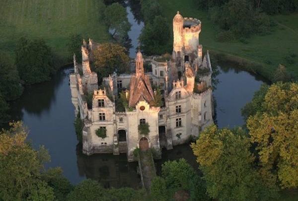 Francia: castillo La Mothe-Chandeniers